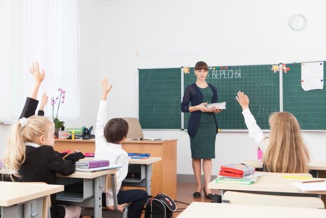 教員 給料日